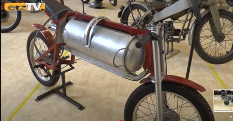 Musées de la moto etc. - Page 3 Dampfw10