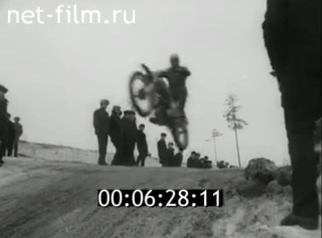 Plus à l'est : les motos Voskod Kovrov13