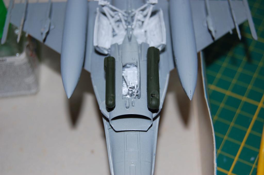 Kinetic F-16SUFA 1/72 Dsc_0055
