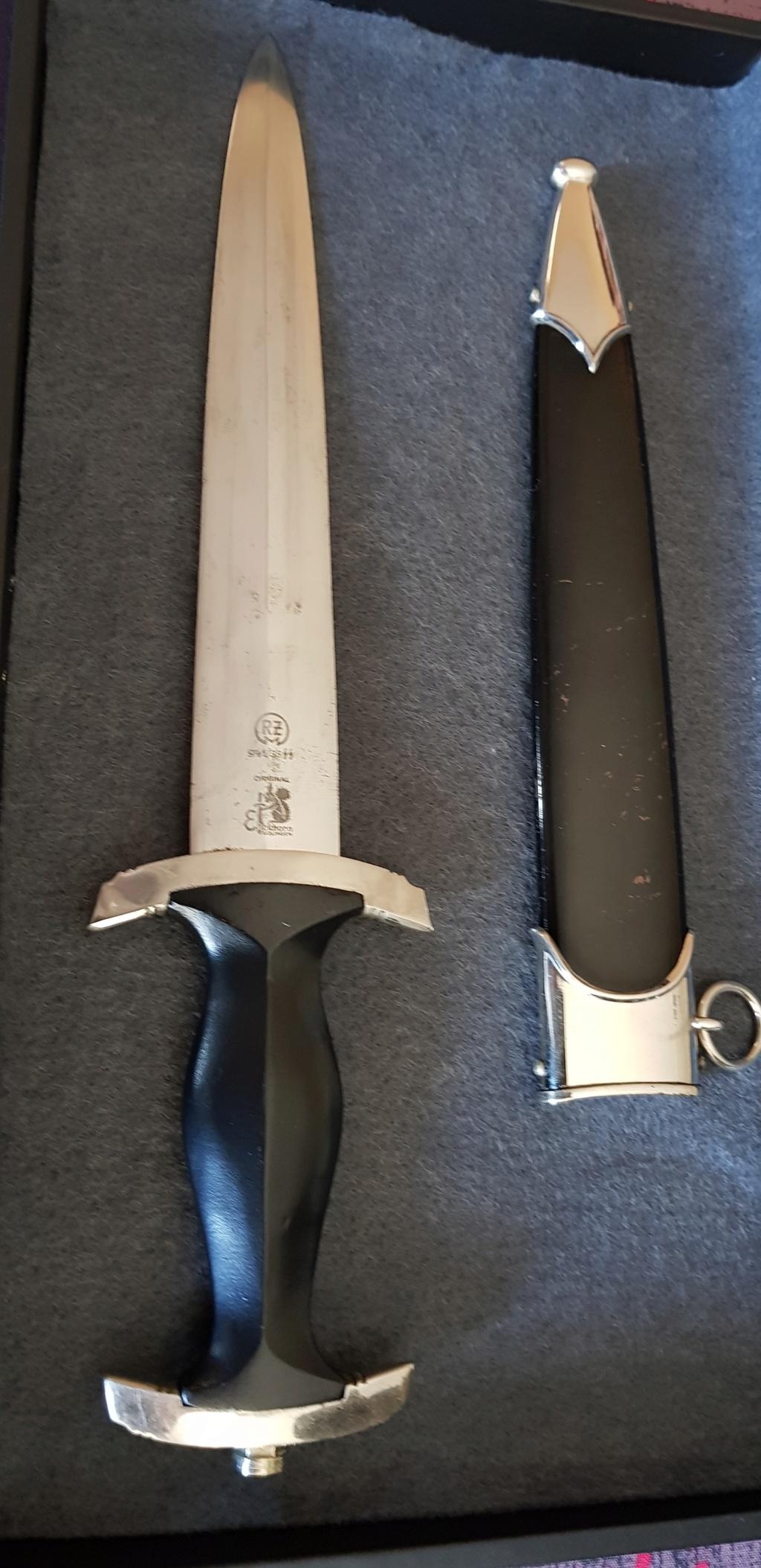 Voici ma dague SS assez rare et dans un état neuf : Dague_11