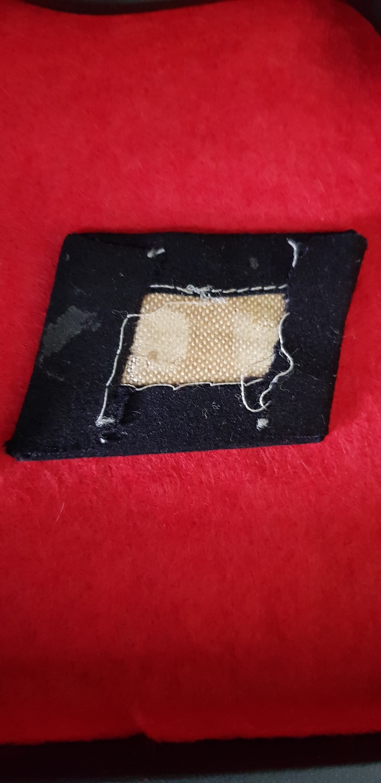 Quelques uns de mes insignes TOTENKOPF : T210