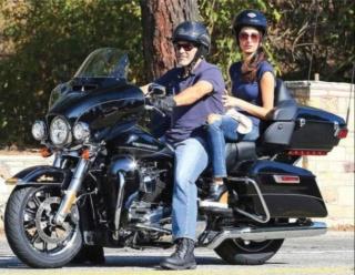 Ils ont posé avec une Harley, uniquement les People - Page 5 D0c76610