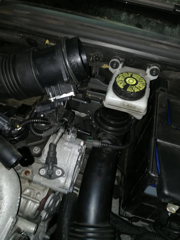 [ Peugeot 308cc ] J'ai cassé une pièce pièce mais je ne sais pas ce que c'est  Img_2011