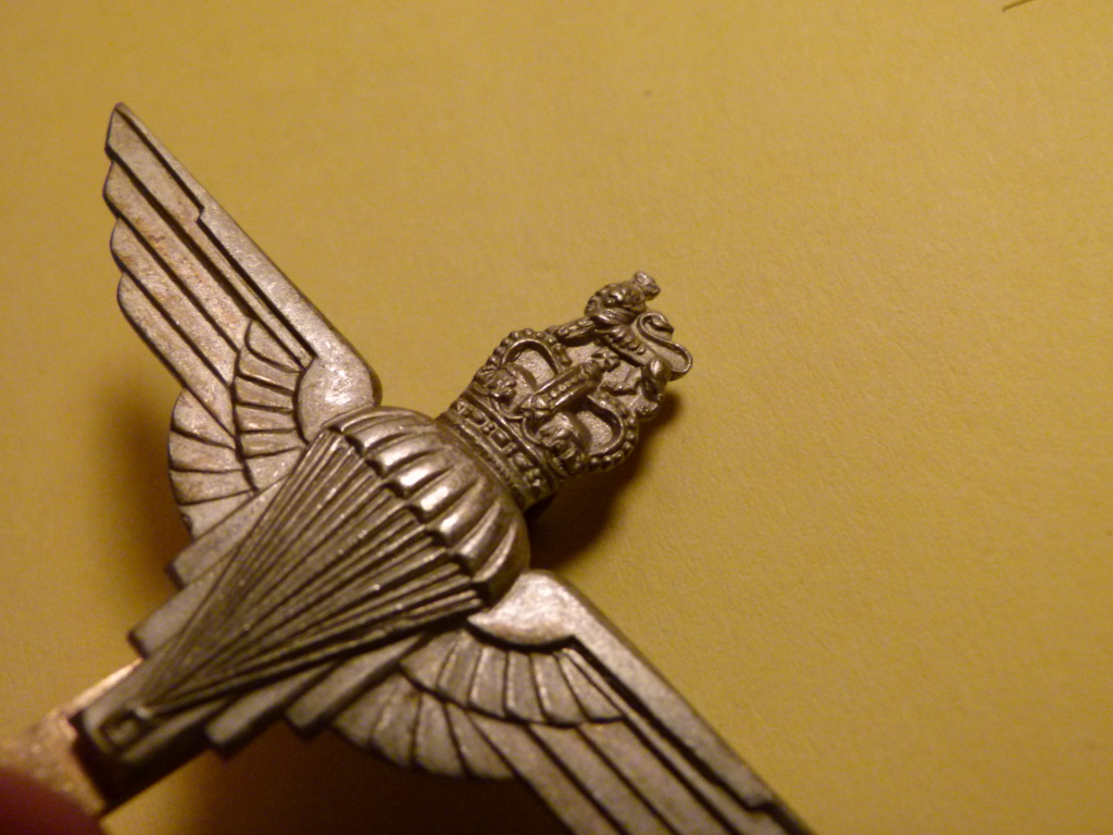 Authentification cap badge parachute regiment GB. P1060419