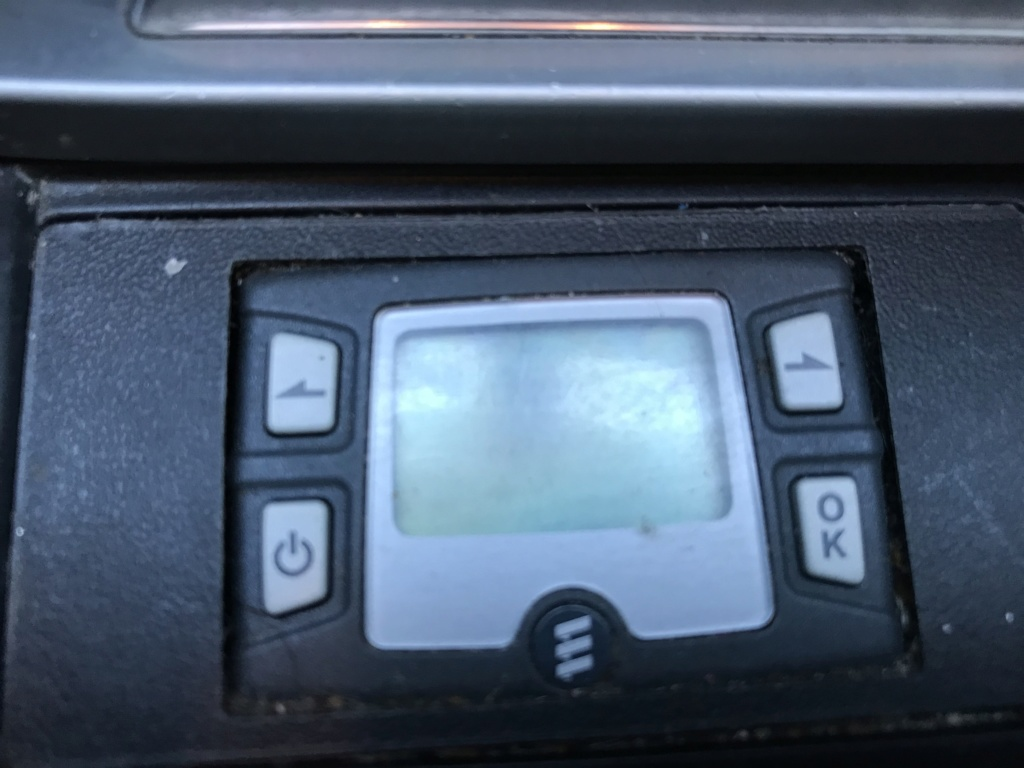 Un Boitier LCD dans le cendrier dont je ne connais pas l'utilité? Test210