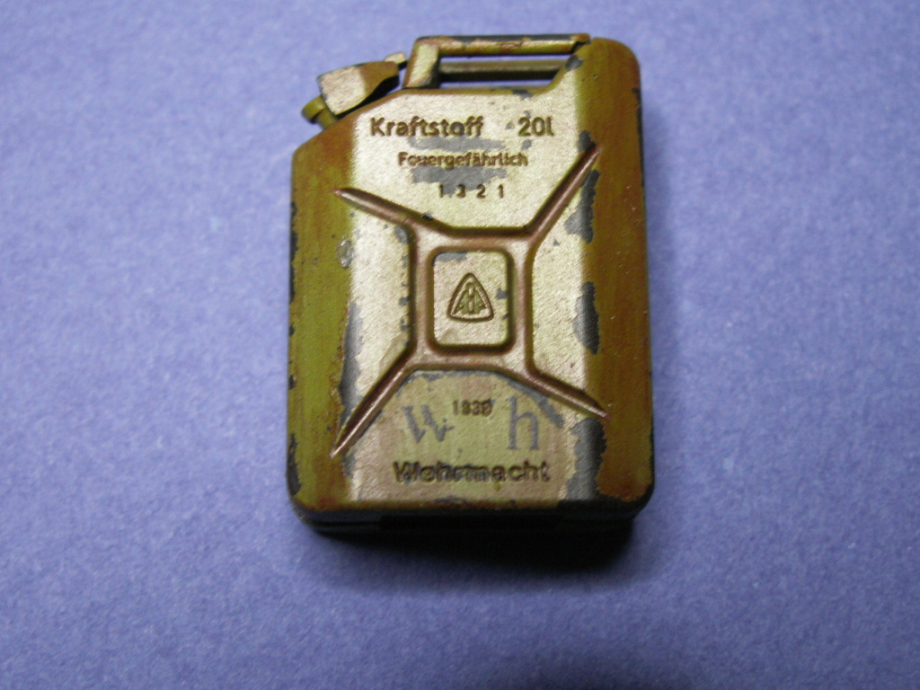 WW II GERMAN 20L JERRY CAN & 200L FULL DRUM SET (Classy Hobby 1:16) - Page 2 Pict0025