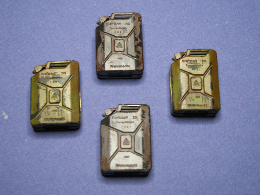 WW II GERMAN 20L JERRY CAN & 200L FULL DRUM SET (Classy Hobby 1:16) - Page 2 Pict0026