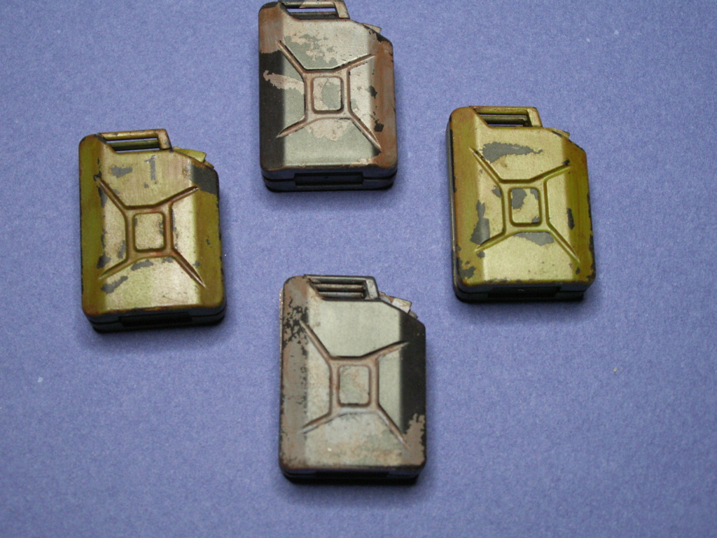 WW II GERMAN 20L JERRY CAN & 200L FULL DRUM SET (Classy Hobby 1:16) - Page 2 Pict0027