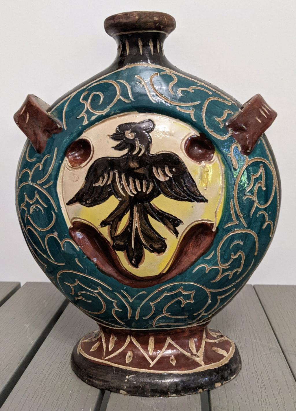 Italian ceramic vessel Pxl_2041