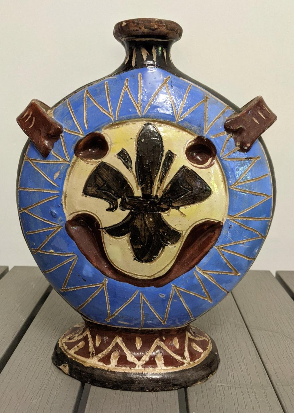 Italian ceramic vessel Pxl_2042