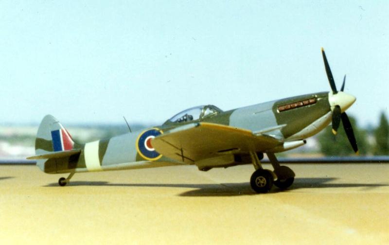 [Airfix + MB] Supermarine Spitfire IXe, 1977 et 2018 Superm15