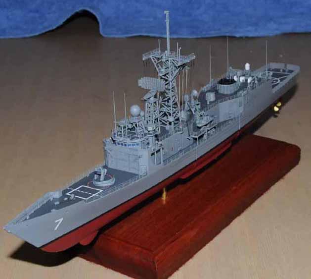 USS Oliver Hazard Perry FFG-7 1/350 - Academy - par Gomick Ffg7-010