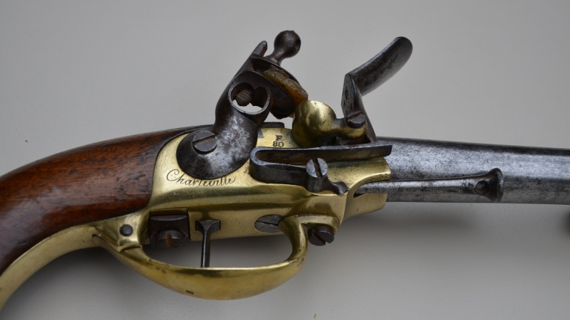 marquages sur un pistolet 1777 Dsc_4810