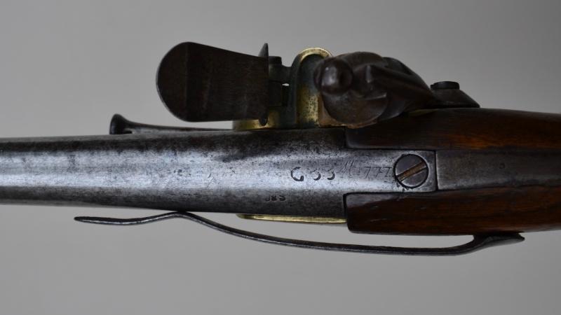 marquages sur un pistolet 1777 Dsc_4811