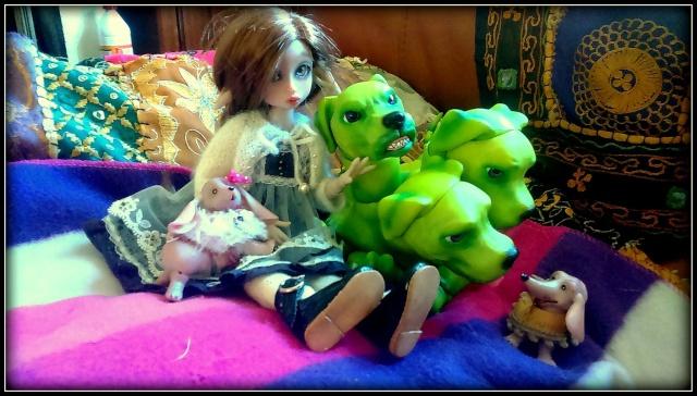 V : Dollbears / cerbère / dragon 11249810