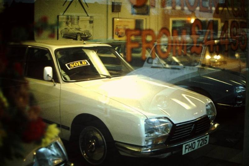 """Garages des années 70 """"hauts en couleurs"""" !!! ( photos, vidéos ) 12308810"""