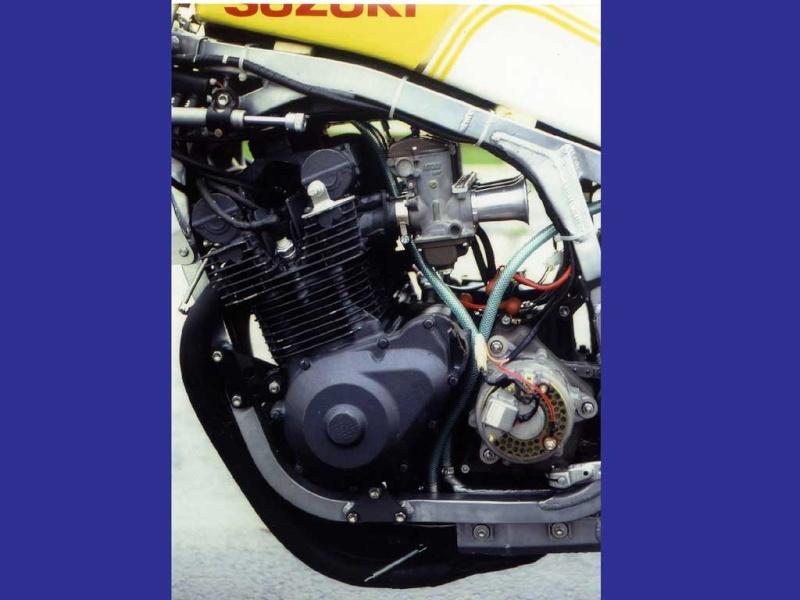 restauration d'un 900/1100 ZR godier genoud - Page 4 Suzuki10