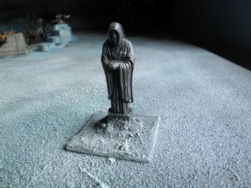 La terre du seigneur Noir Statue10
