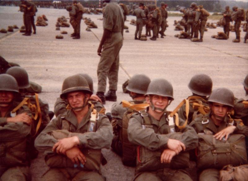 1979 Attente au sol a L'ETAP avant d'embarguer 2ame_a10