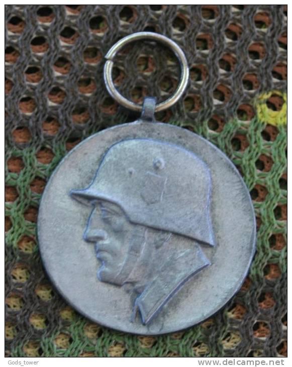 La médaille de Stalingrad...  467_0010