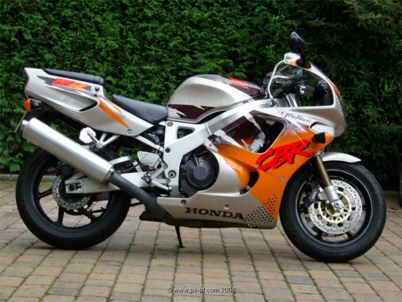 La moto dont je rêvais quand j'étais ado - Page 3 Honda-10