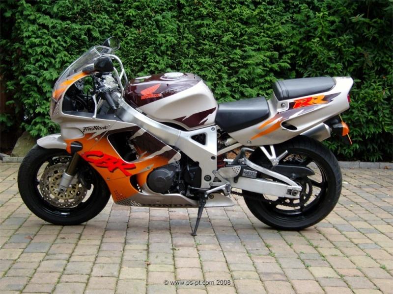 La moto dont je rêvais quand j'étais ado - Page 3 Honda-11