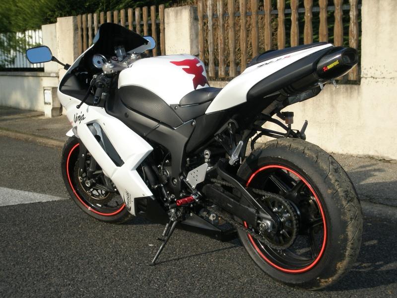 ZX6R k7 blanc P1100012