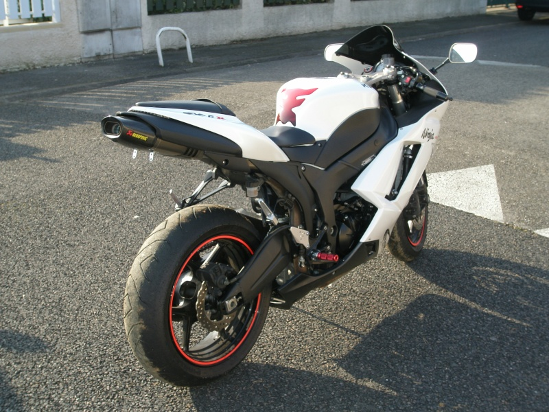 ZX6R k7 blanc P1100013