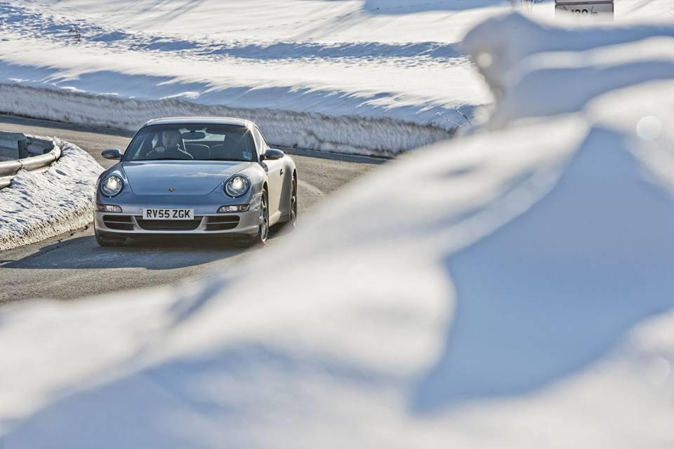 Porsche en hiver 12439011