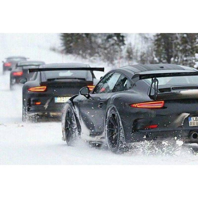 Porsche en hiver 17255310