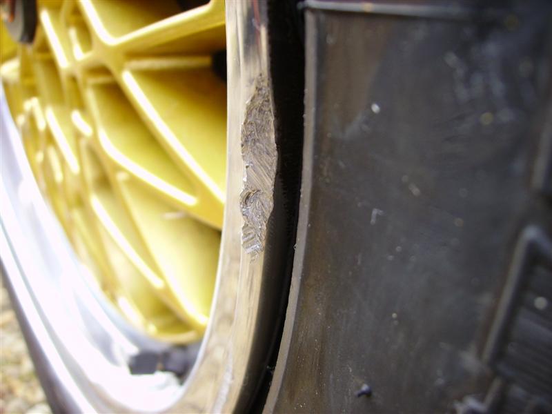 [BMW 320 i E30] Réparation d'une jante Imgp3131