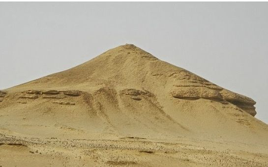 LES EGYPTIENS NE SONT PAS LES BATISSEURS DES PYRAMIDES   Pyrami10
