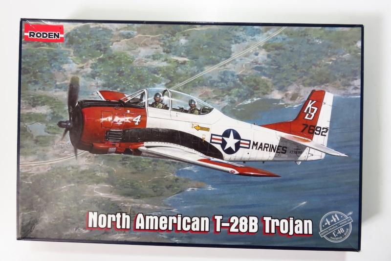 North American T-28B Trojan Roden 1/48è Img_0510