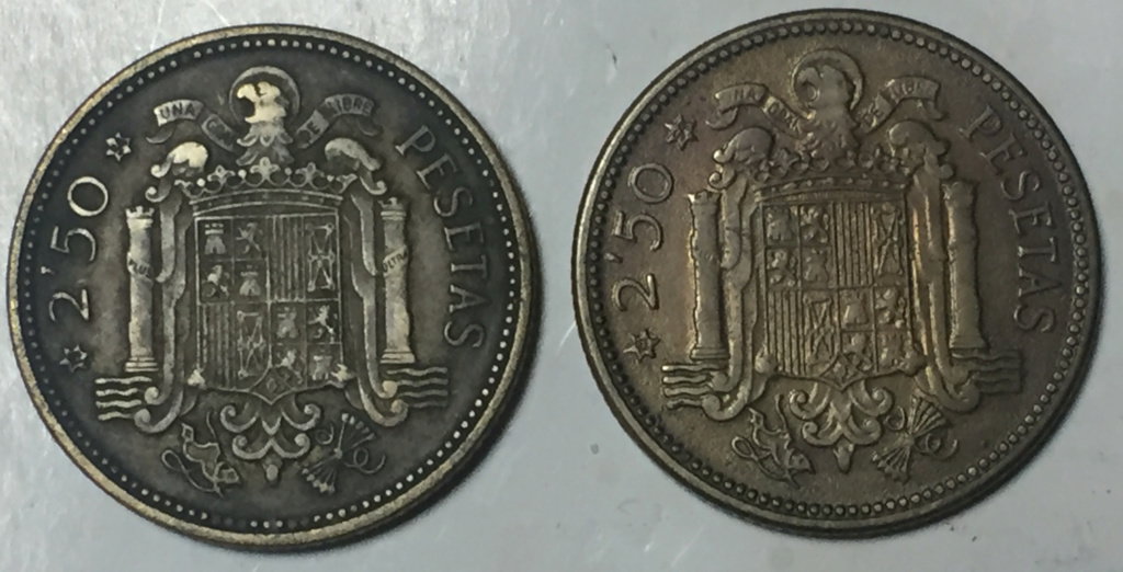 Aqui dejo 2 monedas de 2,50 pesetas . Puede ser un error ?. 1_pta_10