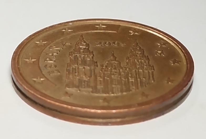 Aqui os dejo una moneda de 2 centimos de euro de 2005. Error 200 Anvpla10