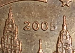 Aqui os dejo una moneda de 2 centimos de euro de 2005. Error 200 Cent2010