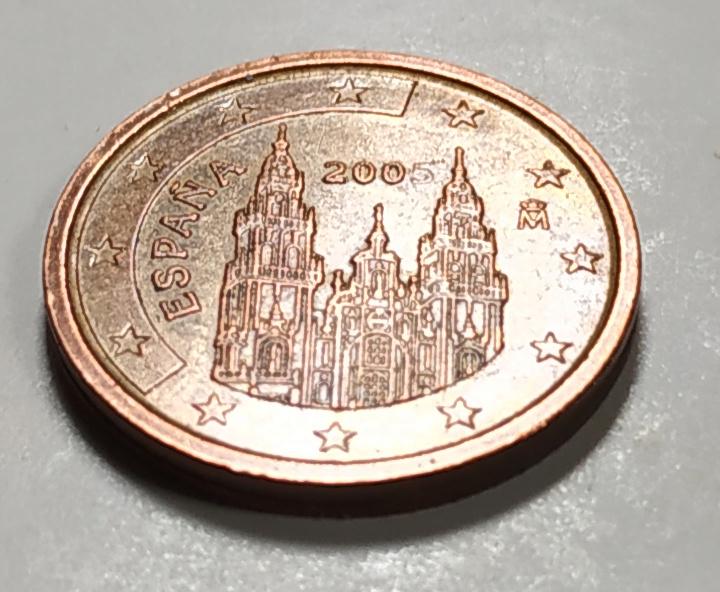 Aqui os dejo una moneda de 2 centimos de euro de 2005. Error 200 Mas10