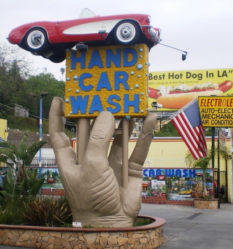 STREET VIEW : L'enseigne hors du commun du City Hand Car Wash (Studio City, Californie) Studio11
