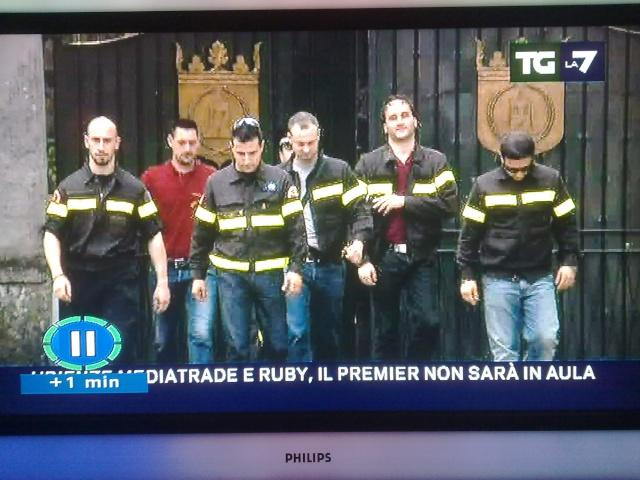 EPOCALE Manifestazione ad Arcore davanti la Villa di Berlusconi PER SALVARE I PRECARI! IL 03 APRILE 212