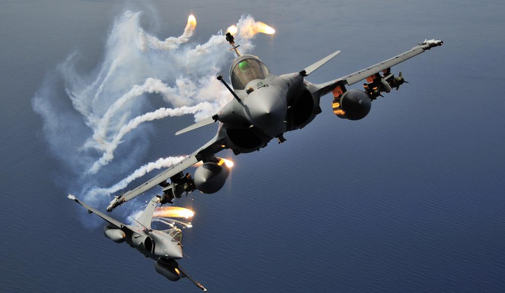 La France bombarde massivement l'état islamique Rafale10