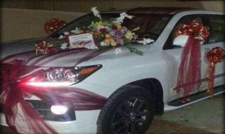 مريض يتزوج من طبيبته في الرياض بعد أن أهدته سيارة ليكزس Image10