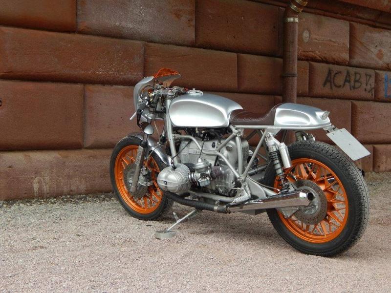 C'est ici qu'on met les bien molles....BMW Café Racer - Page 38 12308410