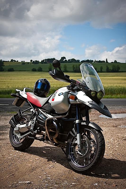 Vos plus belles photos de moto - Page 3 Gsa-0010