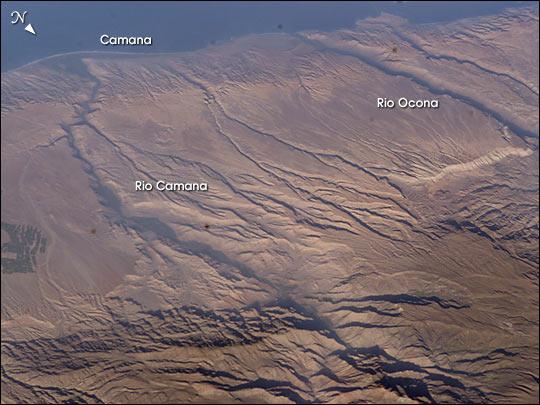 étrange et gigantesque ombre filmée depuis l'Iss Andes210