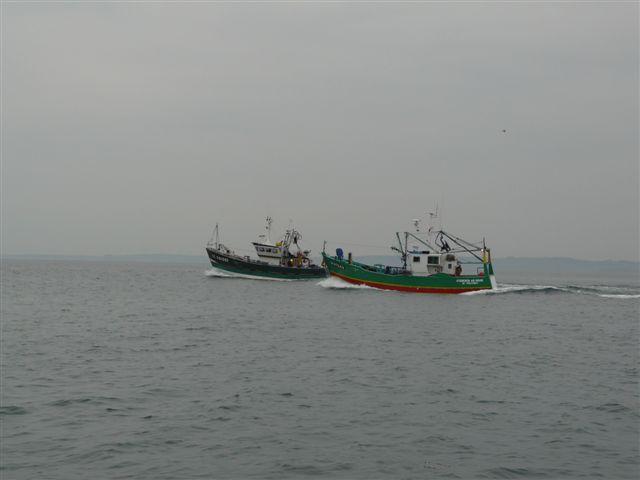 [VIE DES PORTS] Quelques bateaux de pêche (sur nos côtes Françaises) - Page 7 P1020016