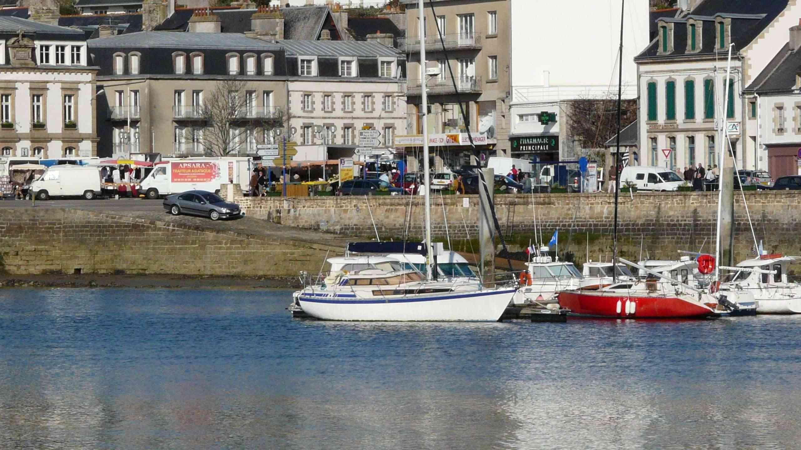 [Vie  des ports] LE PORT D'AUDIERNE - Page 4 P1070320