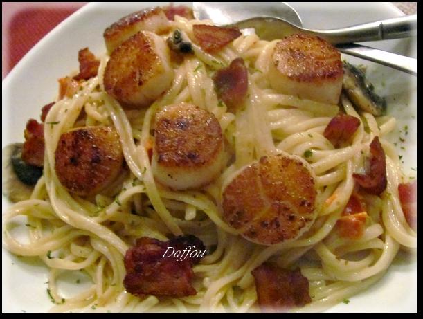 Pétoncles Poêlés avec Fettucini au Bacon Sauce à la Crème Pytonc11