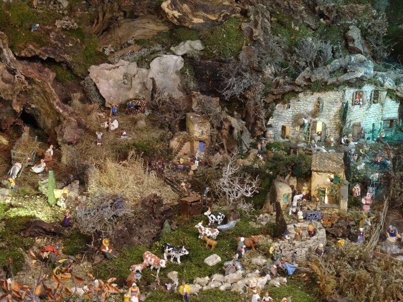 La crèche de Christiane de Carpentras 2015 Dsc08714