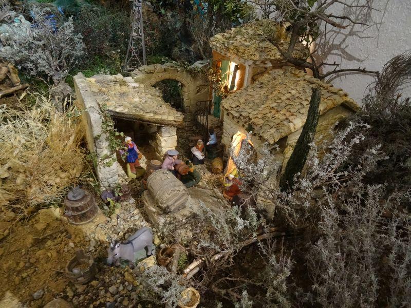 La crèche de Christiane de Carpentras 2015 Dsc08811