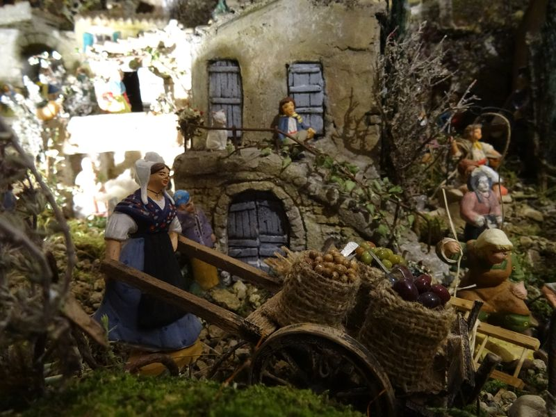 La crèche de Christiane de Carpentras 2015 Dsc08815